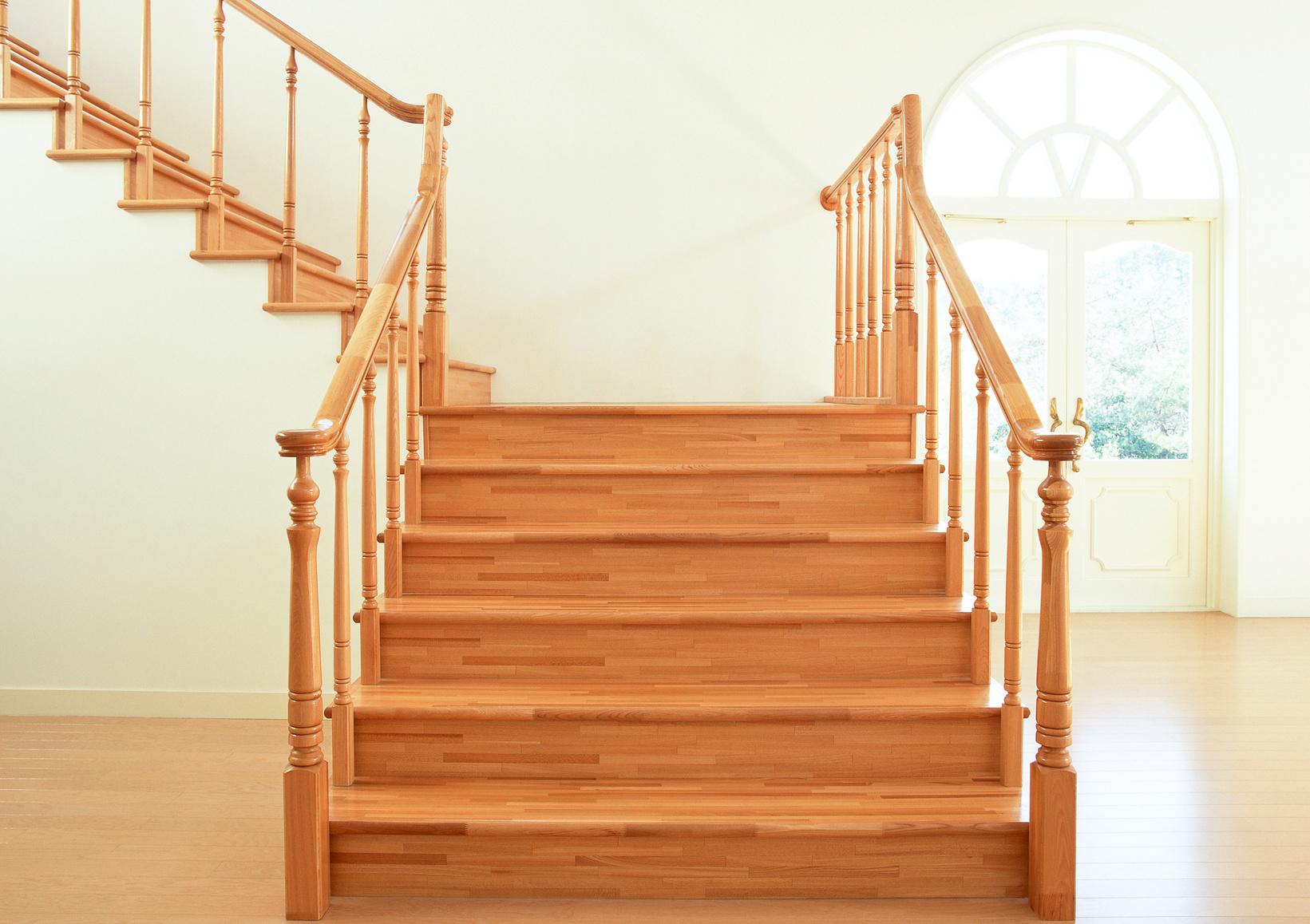 comment bien poncer un escalier en bois de sa maison sk bois. Black Bedroom Furniture Sets. Home Design Ideas